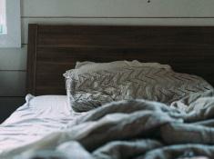 寝る前5分のストレッチで女性ホルモンを活性化