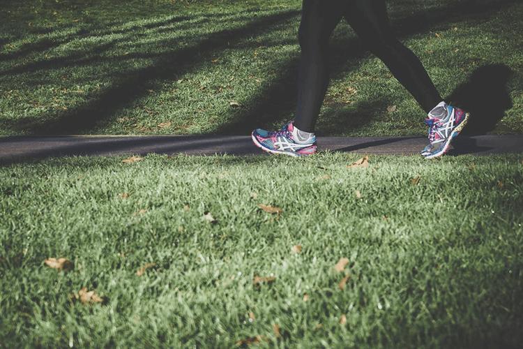 ランニングに適した運動靴とは